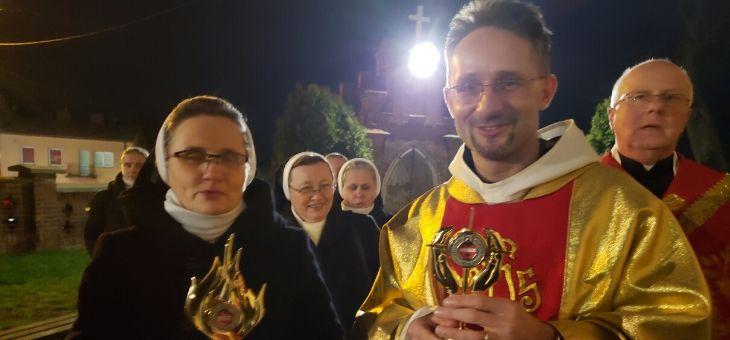 Wprowadzenie relikwii św. Teresy od Dzieciątka Jezus i Jej rodziców w parafii św. Mikołaja w Warce