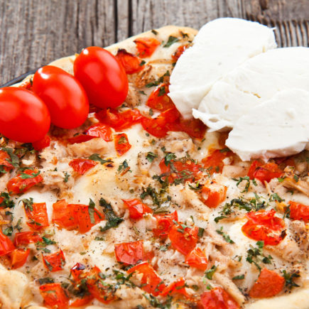 Pizza-z-tunczykiem-435x435